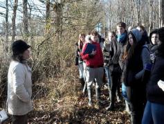 Accueil d'un groupe d'étudiants à la ferme : une occasion de montrer que  le métier de paysan est un métier de la protection de la nature
